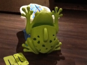 Baby bath/step for future/support bed/ frog bath storage by Boon
