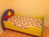 Cute Toddler bed-- good condition (free mattress is desired)