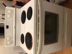 KENMORE STOVE IN PEEFECTLY WORKING CONDITION.