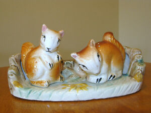 VINTAGE SALT & PEPPER SHAKERS SQUIRRELS WITH TRAY