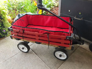 Red wagon that converts to sleigh
