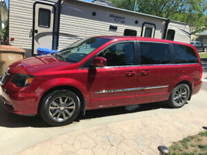 2014 Chrysler Town n Country S