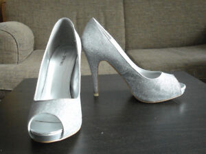 CALL IT SPRING: Federle Silver Sparkle Peep Toe Heels (sz 9)