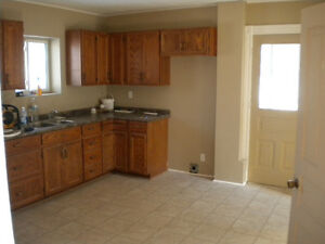 LARGE 2 BEDROOM AVAILABLE CLOSE TO DOWNTOWN! $950.00 INCLUSIVE