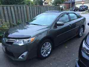 2012 Toyota Camry Sedan XLE 4 Cylinder with low Milage
