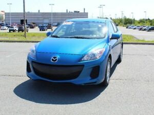 2012 MAZDA MAZDA3 GS-SKY with Heated Seats! ONLY 74,713km