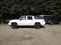 2005 Chevrolet Avalanche LT, Luxury, Lifted and Levelled!
