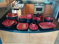 60 PIECE DINNERWARE SET / ENSEMBLE DE VAISSELLE 60 MCX