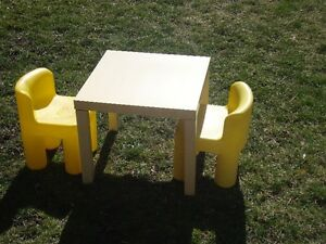 Table  /Chairs