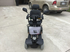 Like new used 3 months fortress mobility  4 wheel Sarnia Sarnia Area image 2