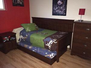 Ensemble de meuble ( lit, commode, armoire à linge )