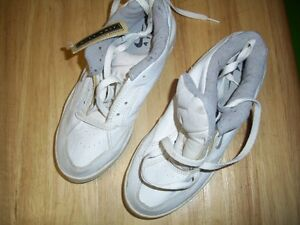 NEW with tags !! Nike Air Golf Shoes Ladies size 6 white NICE