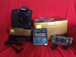 Selling one Nikon D810 and MB-D12 low actuations