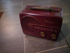 Emerson portable 1950s tube radio