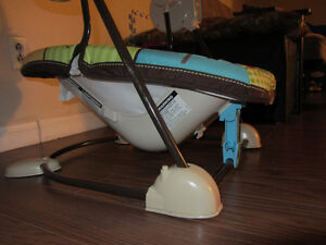 Fischer Price compact space saver Swing & Vibrating chair - $60 Kitchener / Waterloo Kitchener Area image 6