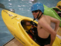 Initiation au kayak en piscine – Intro to kayaking in a pool