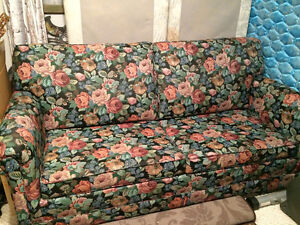 Like New pull out couch London Ontario image 1