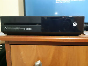 Xbox one 1tb 10 games and 2 controllers