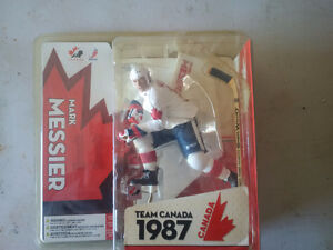 Mark Messier - Team Canada 1987- Vintage Figurine