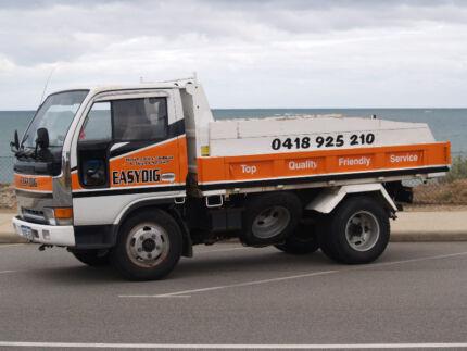EASYDIG MINI LOADER BOBCAT AND TIPPER SERVICE