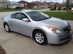 REDUCED !    2009 NISSAN ALTIMA COUPE 2.5S MINT !
