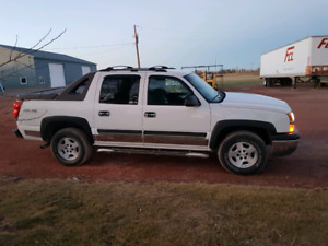 2004 Chevy Avalanche it's in very good condition
