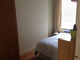 Double bedroom in Queens Park, 5min walk from station, £700,00 per month!