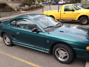 1997 Ford Mustang green/white Coupe (2 door)