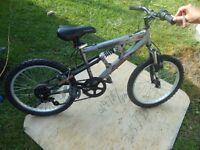 vélo MONGOOSE 20 pouces garcon  / gris