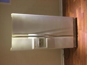 Stove, dishwasher, fume hood, fridge with water/ice dispencer