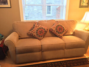 3 Seater Lazyboy Couch, 1.5 year old Cornwall Ontario image 3