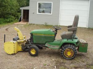 John Deere 425 garden tractor with sno-blower