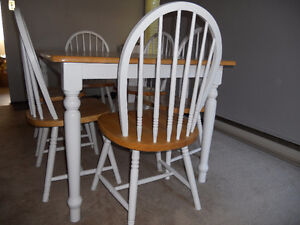 cleaned & beautiful  solid wood  dinning  table