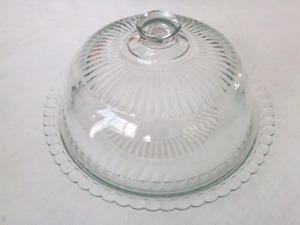 Cake platter with cover