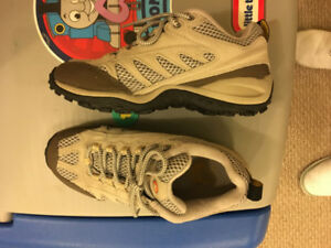 Merrill hiking shoes used size US 7