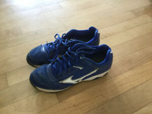 Baseball Cleats - Sz 5.5