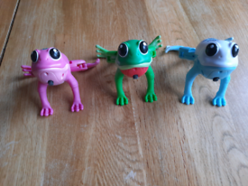 Live pets toy frogs