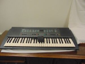 YAMAHA PSR 300 KEYBOARD IN EXCELLENT CONDITION;