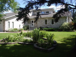 Custom Built Golf Course Home with Lakeview in Gimli