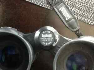 BUSHNELL BINOCULARS with carrying case West Island Greater Montréal image 3