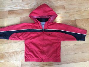 Manteau de printemps Nike (2T) - DaisyBaby