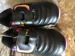 Soccer cleats - Size 9 -Toddler