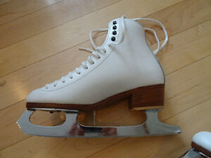 Reidel Women's Figure Skates size 6 Kitchener / Waterloo Kitchener Area image 3