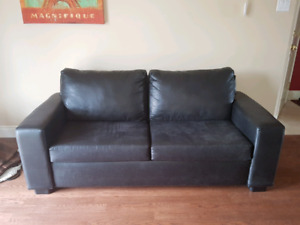 Black letheret couch