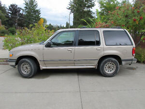1998 Ford Explorer SUV, Crossover