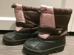 Girls boots, size 8 London Ontario image 2