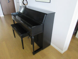 Piano. Black Laquer. Apartment Size