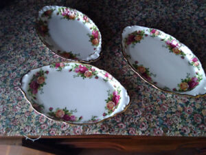 Old Country Roses Vintage Regal Trays