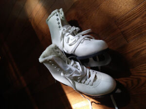 Cameo by Jackson Size 8 Ladies Recreation Skates