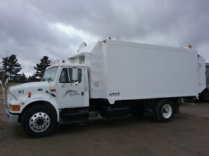2002 International 4700 Recycle Truck - 113687 km